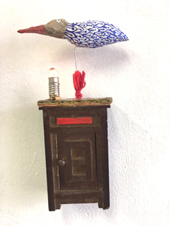 Tamar Rubinstein, Birdhouse in red light district (MET LAMPJE!), Gemengde techniek, 18x6 cm, €.165,-